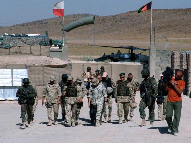 Wrześniowa wizyta ministra obrony (piąty od lewej) w bazie Giro