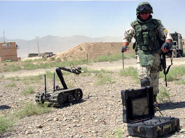 To zdjęcie zrobiłem w Afganistanie w 2004 r. Wówczas wydawało mi się, że saperzy mają tam, czego dusza zapragnie.../fot. Marcin Ogdowski