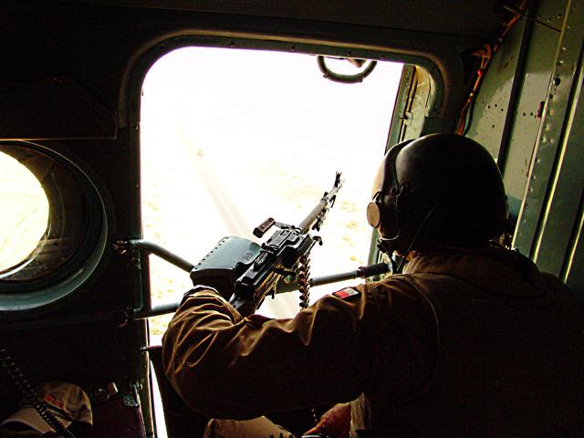 Może to banalne, ale przecież prawdziwe - żołnierze na wojnie potrzebują nie tylko amunicji.../fot. Marcin Ogdowski