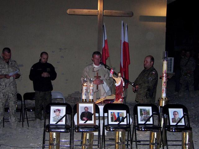 Wieczorem w Ghazni odbyła się msza w intencji ofiar katastrofy/fot. mjr Piotr Michrowski