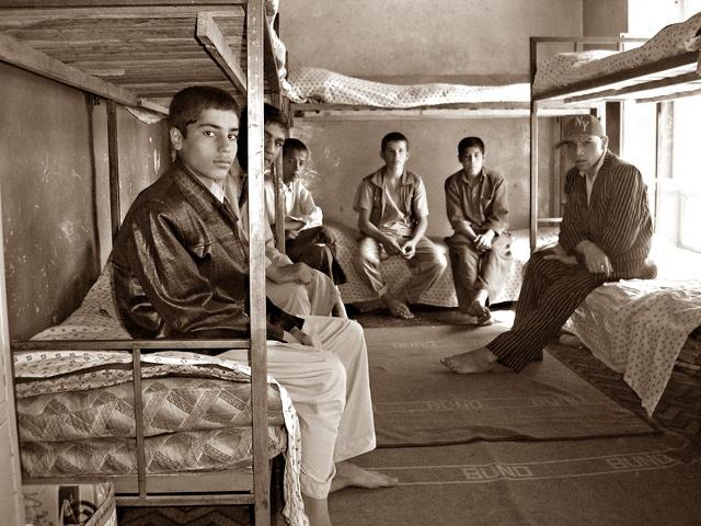 Gdzie trafią ci chłopcy po opuszczeniu murów sierocińca?/fot. Marcin Ogdowski