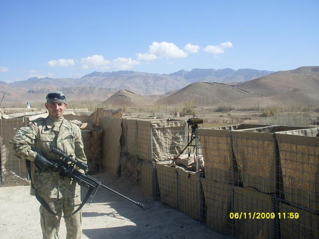 Krystian na posterunku w Afganistanie/fot. archiwum domowe Rodziny