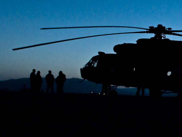 """Przeloty cywilych samolotów są zarezerwowane, jednak część żołnierzy do większych baz będzie musiała dostać się """"śmigłami"""". Czy te nie nawalą?/fot. Adam Roik, Combat Camera DOSZ"""