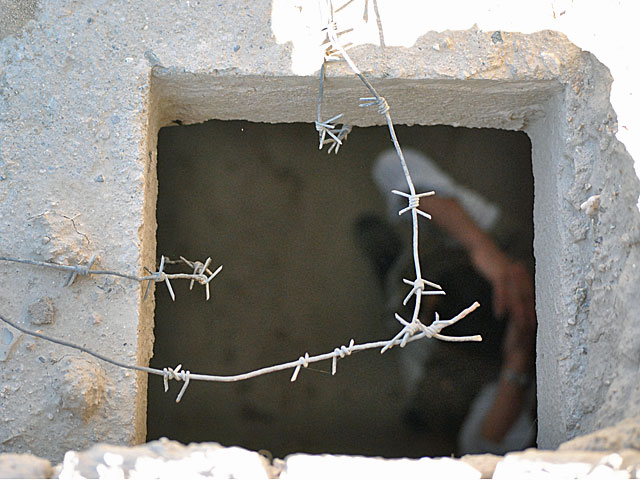 Jeden z uwięzionych bojowników. Afgańskie więzienie na przedmieściach Ghazni/fot. Marcin Ogdowski