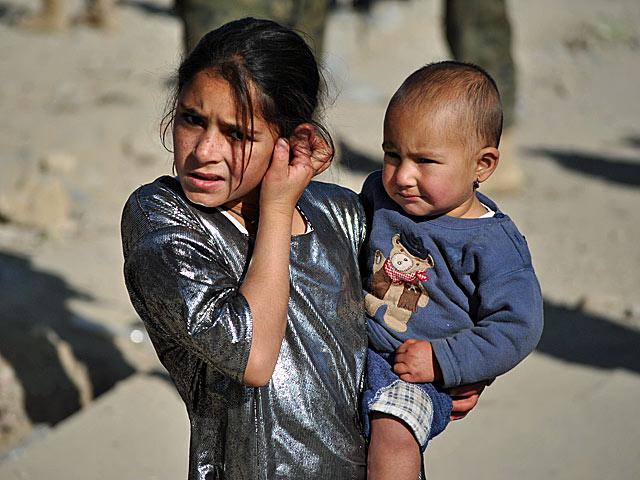 Afgańskie dzieciaki dorastają szybciej niż ich rówieśnicy w Polsce.../fot. Marcin Ogdowski