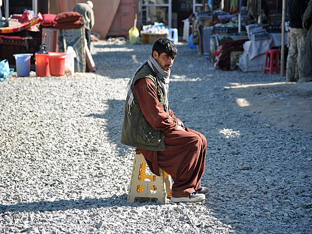 """""""Hadżi"""" w Ghazni chwilę po otwarciu. Ruch jeszcze niewielki.../fot. Marcin Ogdowski"""