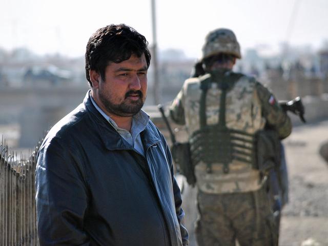 Widząc emocje, jaki widok obcych żołnierzy wywołuje na twarzach Afgańczyków, nie sposób nie zadać sobie tego pytania: A co my byśmy zrobili na ich miejscu, gdyby zjawił się ktoś obcy, święcie przekonany, że wprowadza lepszy porządek?/fot. Marcin Ogdowski