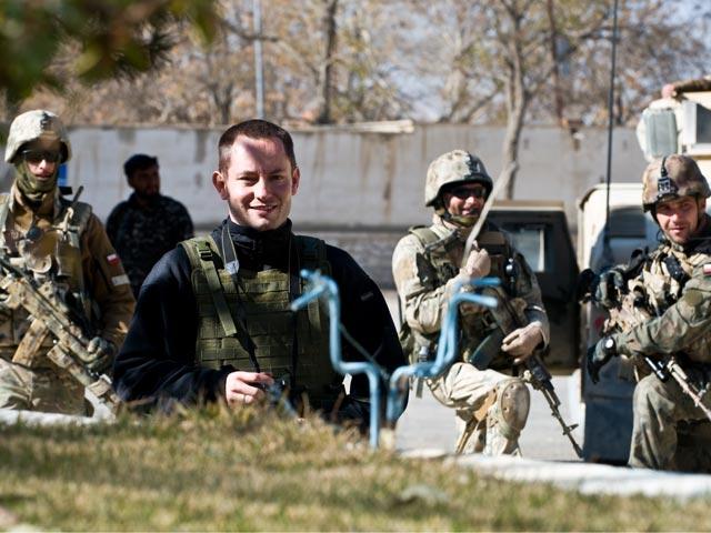 Przed siedzibą gubernatora Ghazni, listopad 2010 r./fot. Adam Roik, Combat Camera DOSZ