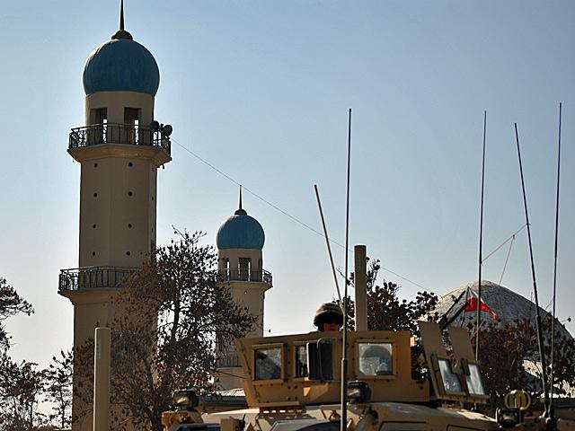 Patrol w centrum Ghazni/fot. Marcin Ogdowski