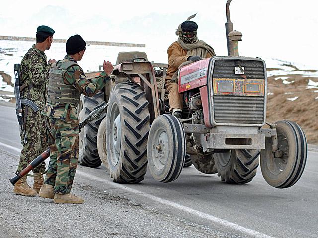 Kontrola po afgańsku.../fot. Wojciech Kluczewski