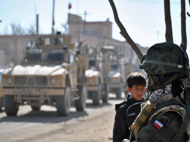 Nieuczciwą jest opinia, że Polacy tylko siedzą w bazach i tak upływa im czas afgańskiej misji. Jednak tych ganiających w polu jest najwyżej kilkuset/fot. Marcin Ogdowski