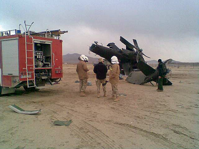 Zdjęcie ma charakter ilustracyjny - nie przedstawia wydarzenia opisanego w post scriptum. Prezentowany na zdjęciu Mi-24 rozbił się w grudniu 2009 r. nieopodal bazy Ghazni/fot. z archiwum autora bloga