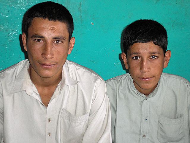 Andżiamudin (po lewej) wraz z młodszym bratem, którego imienia, niestety, nie pamiętam/fot. Marcin Ogdowski
