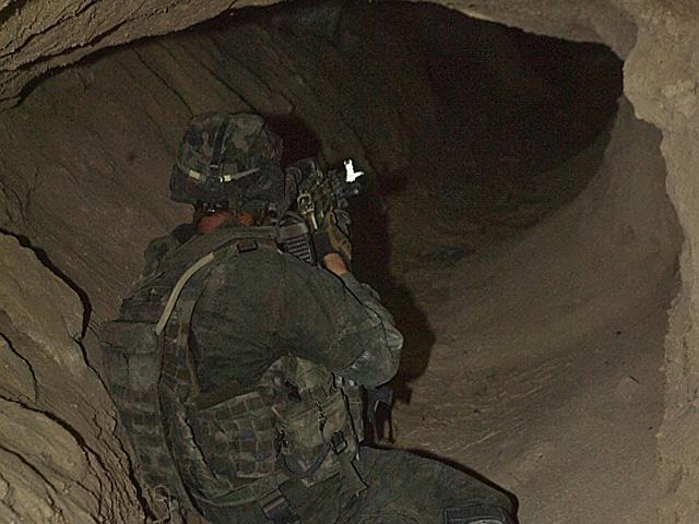 Pościg dochodzi do tunelu.../fot. Adam Roik