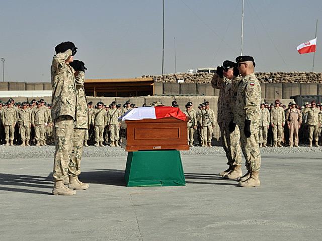 Uroczyste pożegnanie ciała Rafała Nowakowskiego w Ghazni, 8 października/fot. PKW Afganistan