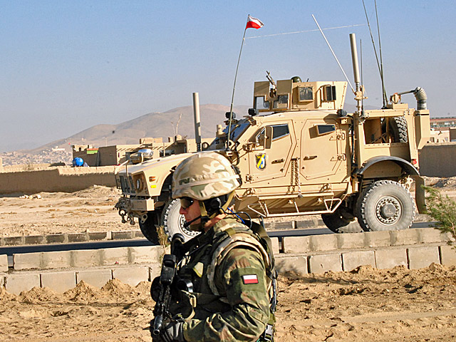 Patrol PRT na ulicach Ghazni, jesień 2010 r./fot. Marcin Ogdowski