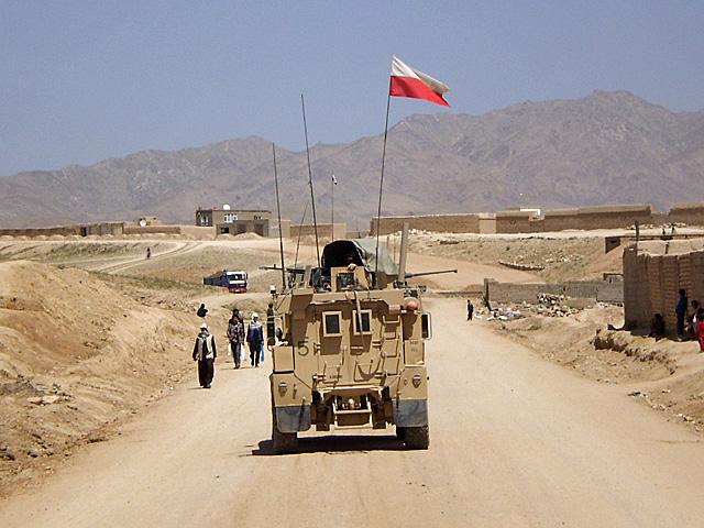 Życzmy sobie, by naszej flagi, jeśli już musi powiewać nad Afganistanem, nie trzeba było spuszczać do połowy/fot. EDI, z archiwum autora blogu