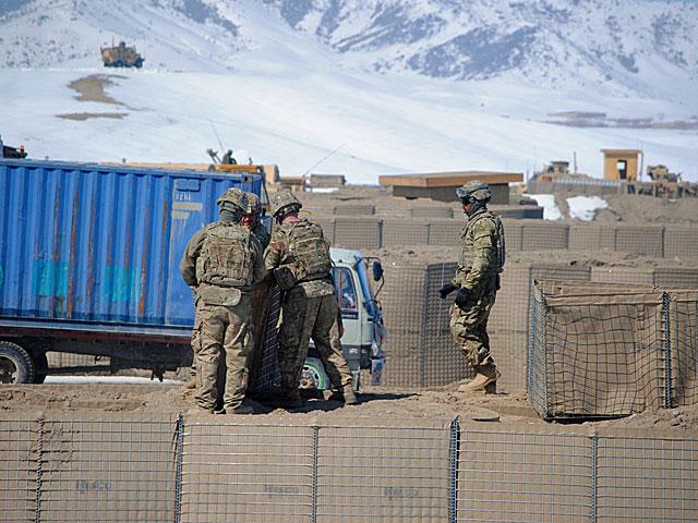 Bazę w Wagez (czy jak kto woli Waghez), przez naszych żołnierzy nazywaną Las Vegas, przygotowują amerykańscy logistycy/fot. Marcin Ogdowski