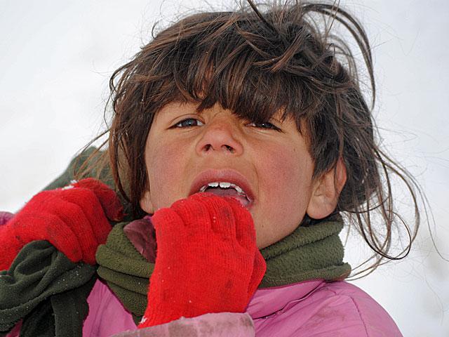 Ta dziewczynka odważnie podeszła do obcych/fot. Marcin Ogdowski