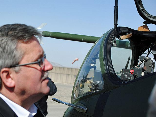 "Prezydent oglądający ""ważkę""/fot. Marcin Ogdowski"