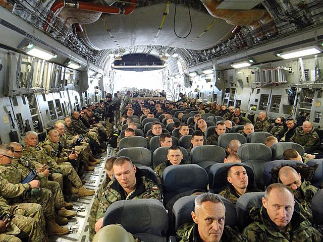 Na pokładzie C-17 w drodze z Manas do Bagram/fot. Marcin Gil