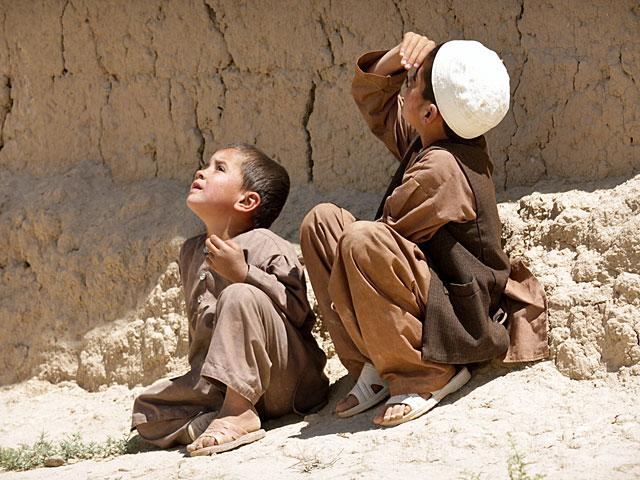 ... także lotnicze, co nie mogło ujść uwadze najmłodszych Afgańczyków/fot. Katarzyna Szal
