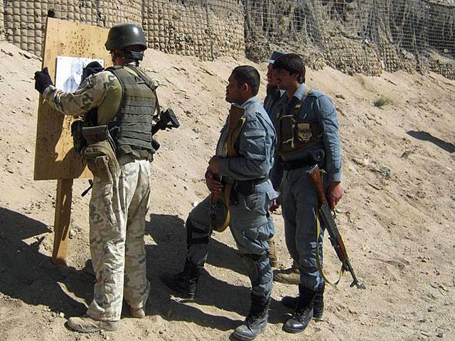 Z celnością bywa różnie.../fot. PKW Afganistan