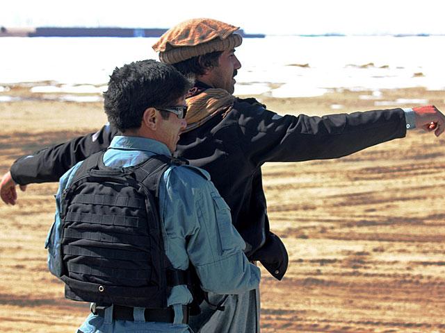 Zatrzymywanie i przeszukiwaniem zajmowali się wyłącznie Afgańczycy/fot. Marcel Podhorodecki