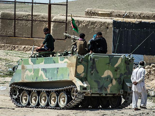 """Poza """"hajłejem"""" i samą bazą, prowincja to zmartwienie Afgańczyków/fot. Adam Roik"""