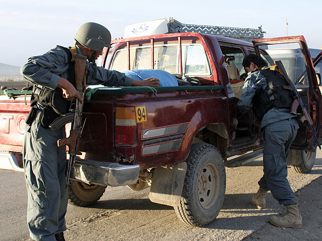 """Check-point afgańskich sił bezpieczeństwa na """"hajłeju""""/fot. Katarzyna Szal"""