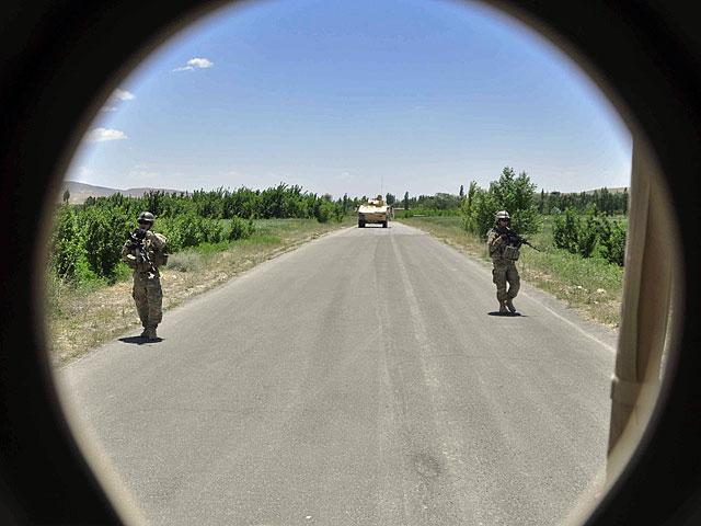 Autorem galerii jest Dariusz Lewtak, były członek zespołu Combat Camera, ponownie w Afganistanie (choć tym razem już w innej roli). Foto z wizjera to jeden z ulubiknych tricków Darka
