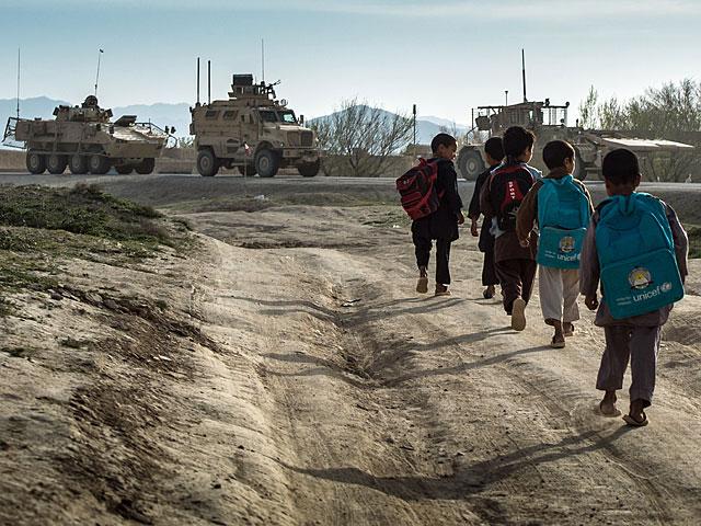 ... w którym elementarne z naszej perspektywy prawa - jak choćby to do edukacji - gwarantują obce wojska/fot. Adam Roik