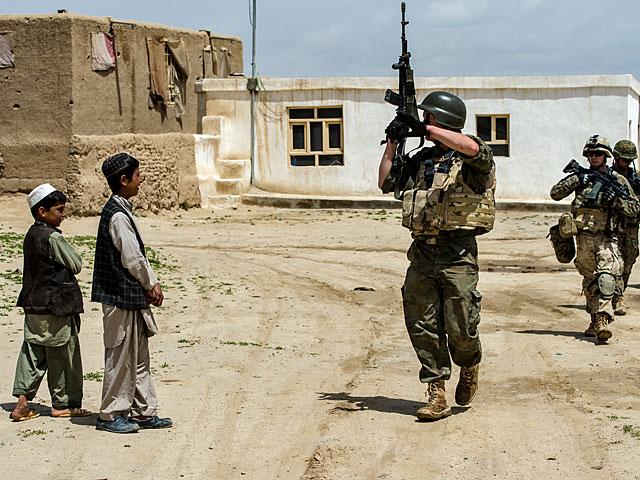 ... w cieniu którego wzrastają już kolejne pokolenia Afgańczyków/fot. Adam Roik
