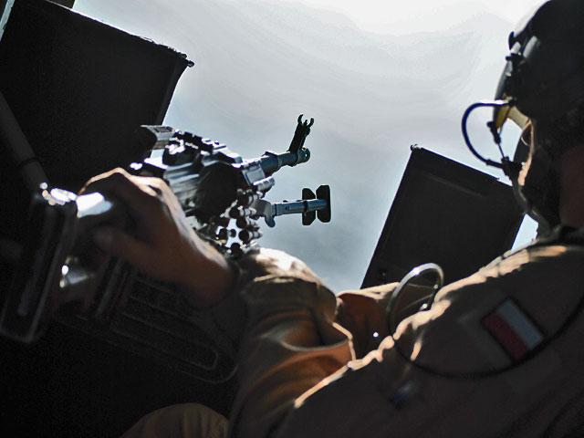 Stanowisko strzelca bocznego Mi-17.