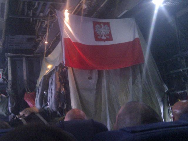 ... i po 10-godzinach lotu Herkulesem Polskich Sił Powietrznych, wróciłem do kraju. Wszystkim, którzy przez ostatnie tygodnie - w charakterze czytelników - towarzyszyli mi w mojej wyprawie, serdecznie dziękuję. Przyjdzie jeszcze czas na podsumowania, ale póki co pozwolę sobie na odrobinę odpoczynku/fot. (obie) Marcin Ogdowski