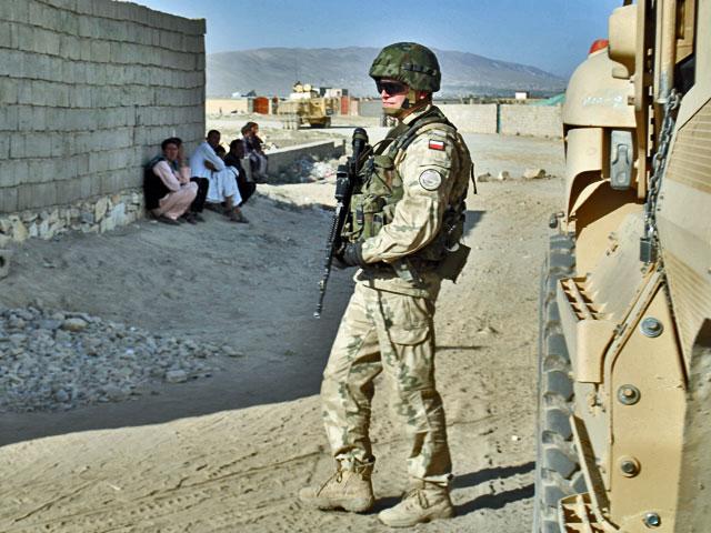 I choć nie sposób nie zauważyć, zwłaszcza żołnierzy obcych armii…