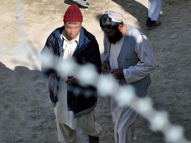 Osadzeni w więzieniu w Ghazni, podejrzani o działalność rebeliancką, jesień 2010 roku/fot. Marcin Ogdowski