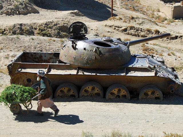 Po tamtej interwencji zostały takie pamiątki/fot. Katarzyna Szal (stare miasto w Ghazni, lato 2012)