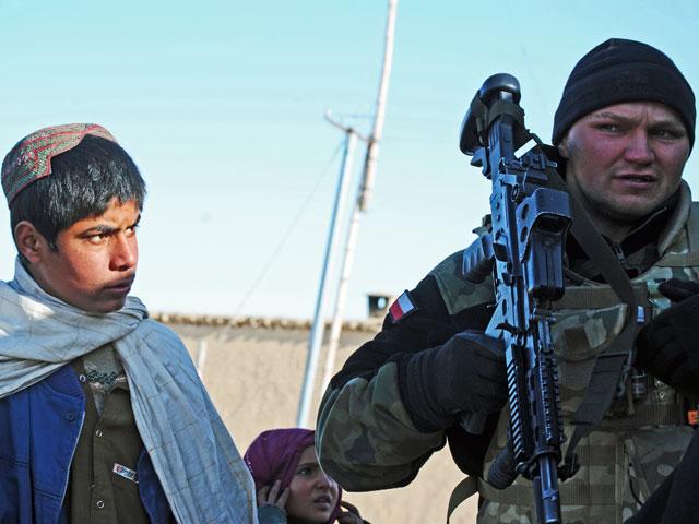 Członek patrolu ZB Bravo po dotarciu do bazy Moqur, marzec 2012/fot. Marcin Ogdowski